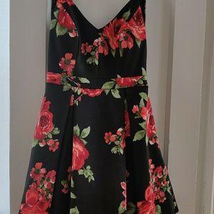 Dresses & Skirts - Prom dress NWOT